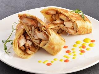 Блинчики с курицей, грибами и сыром