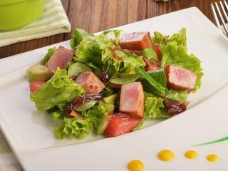 Салат с тунцом и авокадо*