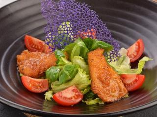 Салат с цыпленком Кейджин