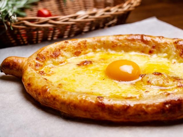 Заказать Хачапури 4 сыра на дом с доставкой